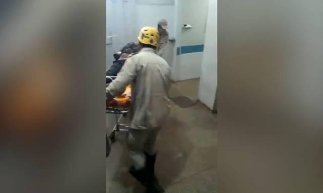 Após preso e baleado, Lázaro chega ao hospital Foto: Reprodução