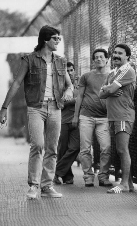 Renato Gaúcho arrives smiling for Flamengo training Photo: Hipólito Pereira / Agência O Globo - 07/28/87