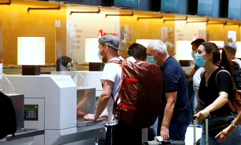 Passengers in front of a Swiss check-in counter at Zurich airport, Switzerland Photo: Arnd Wiegmann / Reuters