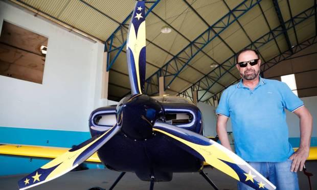 In the photo, Kleber Rebouças Rangel, founder of Associação Barreirense Aerodesportiva (ABA), at Barreiras aerodrome Photo: Pablo Jacob / Agência O Globo