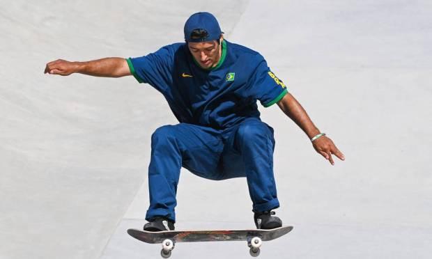 Brazilian Kelvin Hoefler winning silver medal in Tokyo Photo: MARTIN BERNETTI / AFP