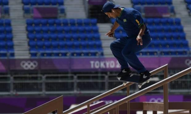 Brazilian Kelvin Hoefler winning silver medal in Tokyo Photo: TOBY MELVILLE / REUTERS