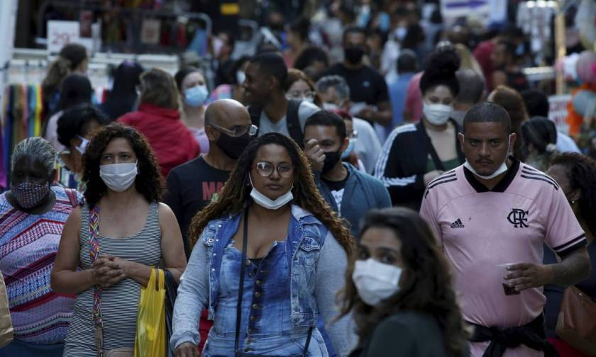 Prevention, with the use of masks and distancing, is necessary even with vaccination Photo: Fabiano Rocha / Agência O Globo