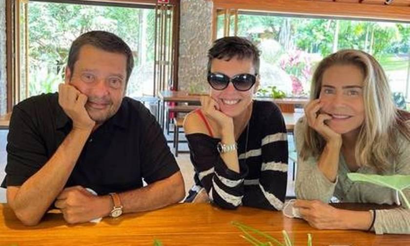 Zé Maurício Machline received Adriana Calcanhotto and Maitê Proença at his house, in Angra dos Reis Photo: Reproduction/Instagram