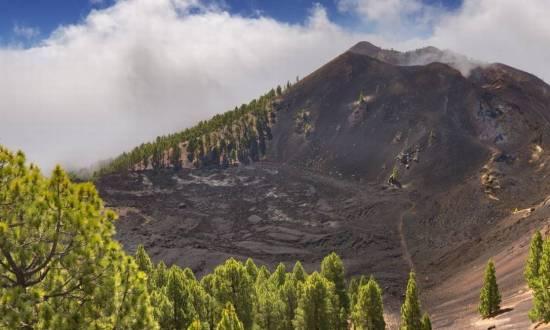 Vulcão nas Ilhas Canárias tem nível de alerta elevado e pode causar tsunami na costa do Brasil - Jornal O Globo