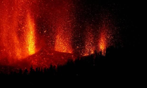 Lava jet rises after volcanic eruption in Cumbre Vieja National Park, El Paso, Canary Islands of La Palma Photo: BORJA SUAREZ / REUTERS