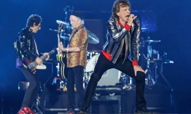 Os Rolling Stones retomam a turnê com o baterista americano Steve Jordan, depois da morte de Charlie Watts, da formação original, no estádio The Dome at America's Center Foto: KAMIL KRZACZYNSKI / AFP