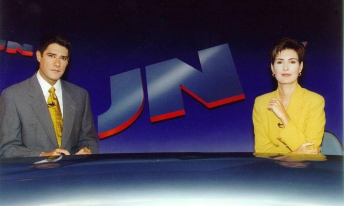 """Nos 30 anos do """"Jornal Nacional"""", em 1999, Fátima em uma imagem que se tornou clássica: na tradicional bancada do telejornal Foto: Arquivo"""