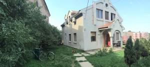 Novija kuća kod kružnog toka u Sremskoj Mitrovici