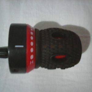 Ručica mjenjača (desna), rezervna guma i kapa