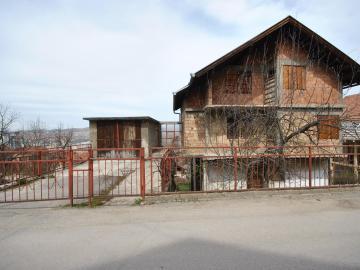 Prodajem kucu i zemlju u Sarajevu