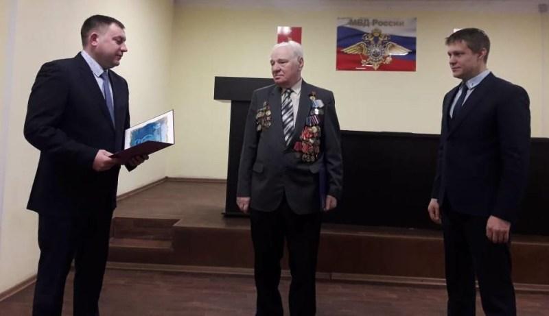 Почетный житель города Чайковского Давид Волк принимает поздравления с юбилеем