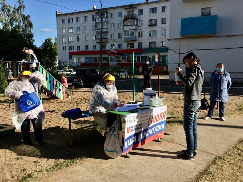 Продолжается голосование по внесению изменений в Конституцию РФ