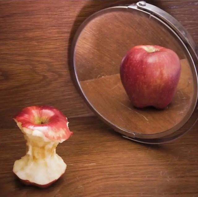 elma ve ayna.jpg