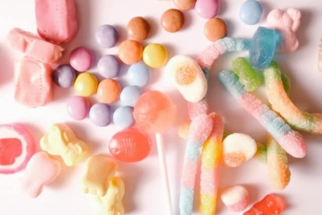 色とりどりのお菓子類