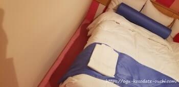リーガロイヤルホテルUSJコラボルーム ベッド脇の隙間(左)
