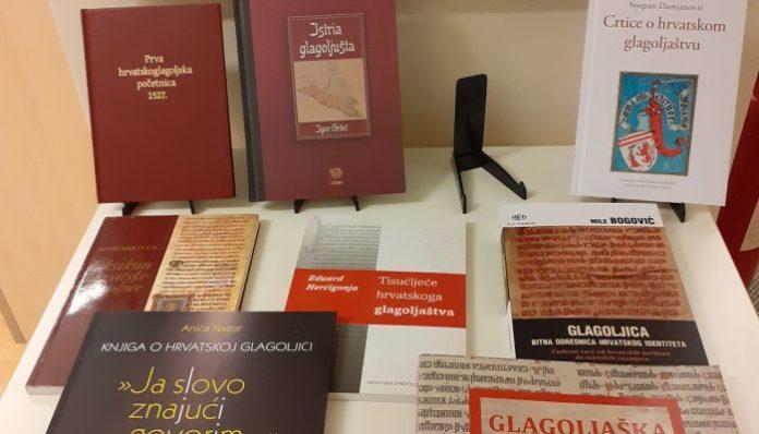 Ogulin.eu Izložba knjiga u gradskoj knjižnici Ogulin: Glagoljica – bitna odrednica hrvatskog identiteta