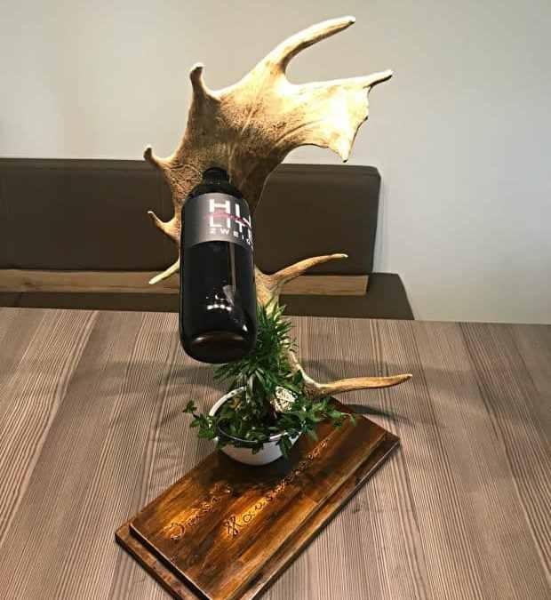 Geweihmöbel, Geweihdeko, Hirschgeweihdeko, Weinhalter, Weinflaschenhalter, Geburtstagsgeschenk für Jäger, Personalisiertes Geschenk, Damhirschgeweih