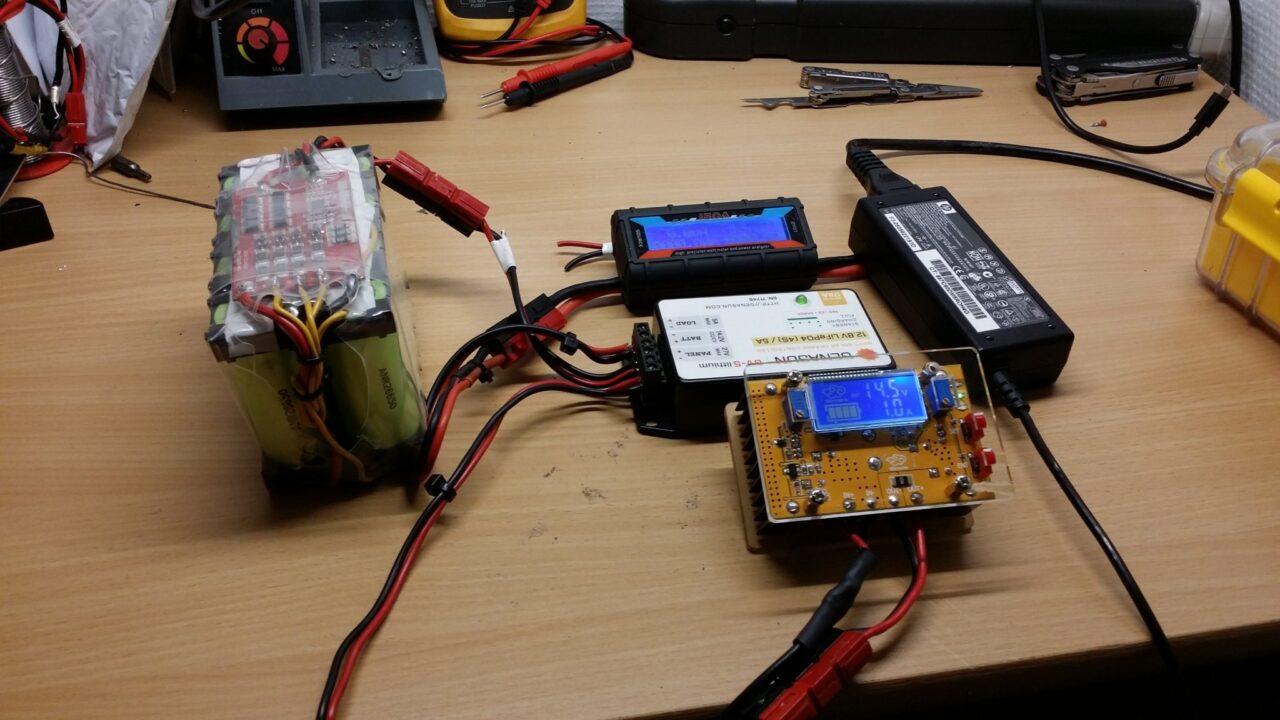 simple-desktop-charging-lifepo409392899714.jpg