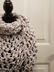 ʻōpua triangle scarf free pattern by 'Ohana Boutique