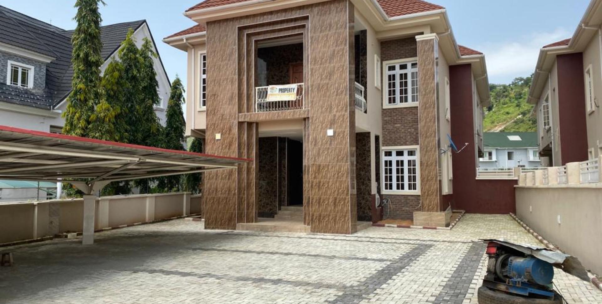 Executive 5 Bedroom Detached Duplex with 4 Rooms Boys' Quarter