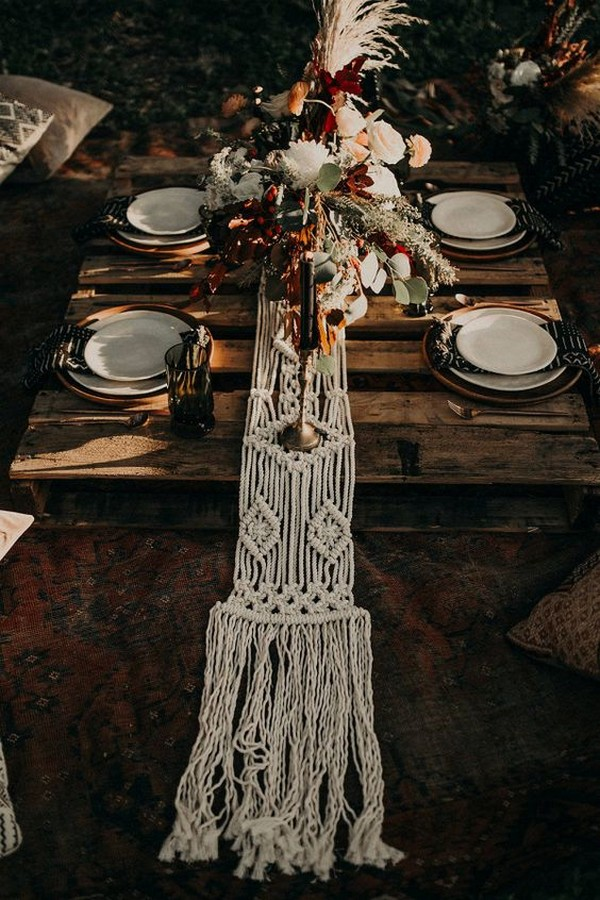 27 Amazing Table Runner Ideas For Your Wedding Reception