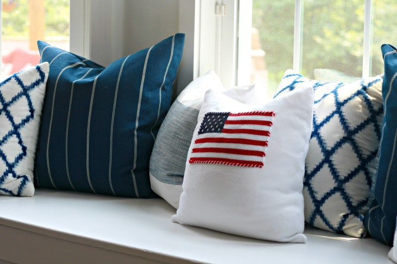 DIY Easy American Flag Pillow. 10 Easy 4th of July Crafts to Make in 2018. Fourth of July is the perfect time to do some DIY projects to celebrate America! Make your house look patriotic with these simple red white and blue crafts. You can find 4th of July wreaths, centrepieces, firecrackers and all other 4th of July decor here. Most of these 4th of July crafts can be made by kids and toddlers. 4th of July crafts kids, 4th of July Crafts DIY, 4th of July crafts preschoolers #4thofJuly