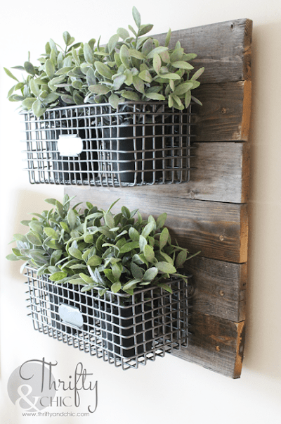 DIY Farmhouse Style Hanging Wire Baskets - DIY Rustic Farmhouse Decor Projects for Your Country Chic Cottage. Joanna Gaines would even be amazed at how easy these DIY farmhouse decor ideas are! Click to find out more today!
