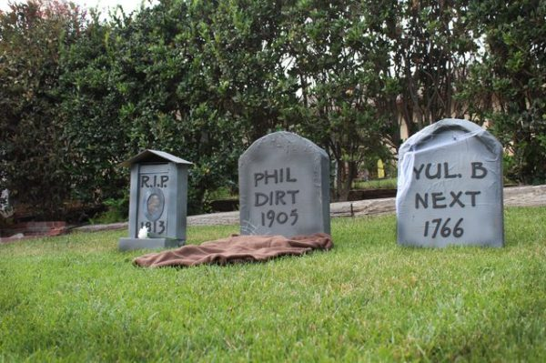 DIY Cardboard Tombstones- The Best DIY Halloween decorations for outdoor and yard to turn your porch into a haunted house. How to make graveyards, spider webs, chicken wire ghosts and other awesome and scary. These are so easy to make even kids can do them. #halloween #halloweendecorations