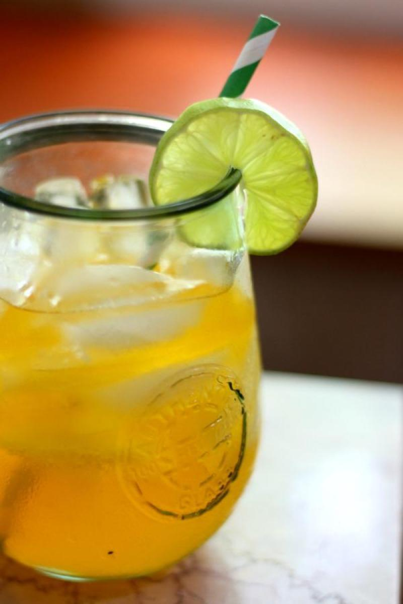 Low Carb Caribbean Rum Punch - Uhmm, cocktails on the keto diet? Heck yeah!! This post includes 13 EASY keto cocktails (low carb cocktails) that taste incredible without the carbs! This post includes such a huge selection of keto recipes. Click through to see the best keto cocktail recipes you've ever tried before! #keto #ketogenic #ketodiet #ketorecipes #ketococktails #lowcarbcocktails