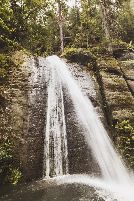 Vattenfall längs Edmund's Gorge