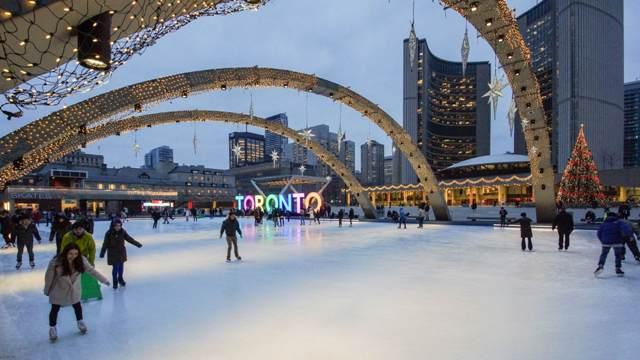 Pista de patinação na prefeitura de Toronto