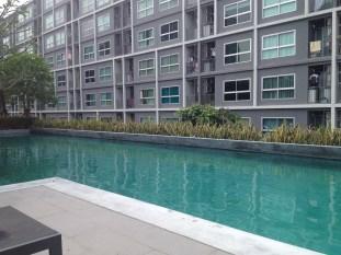 Mein Apartment in Bangkok - der Pool