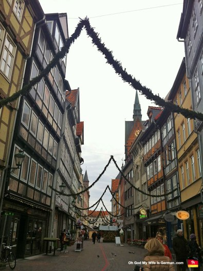 02-Weihnachtsmarkt-Hannover-Setting-Up-Altstadt
