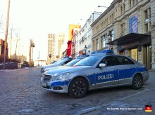 13-police-in-red-light-district-hamburg-germany