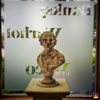 25-banksy-exhibit-amsterdam-pixelated-face
