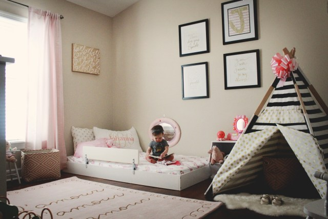 Creating the perfect Montessori Style Big Girl Bedroom! Check out an in depth look at the perfect girl room from Florida Motherhood blogger, Oh Happy Play!