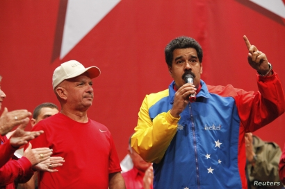 Venezuela's President Nicolas Maduro, right, speaks next to retired General Hugo Carvajal as they attend the Socialist party congress in Caracas, July 27, 2014.