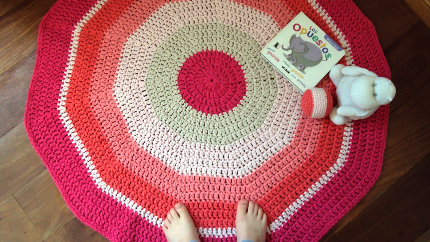 how to make a crochet rug or playmat