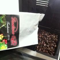 Malá kávová radost - otevření nového balíku s kávou. Ta vůně!