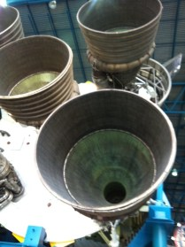 Obří trysky rakety Apollo Saturn V