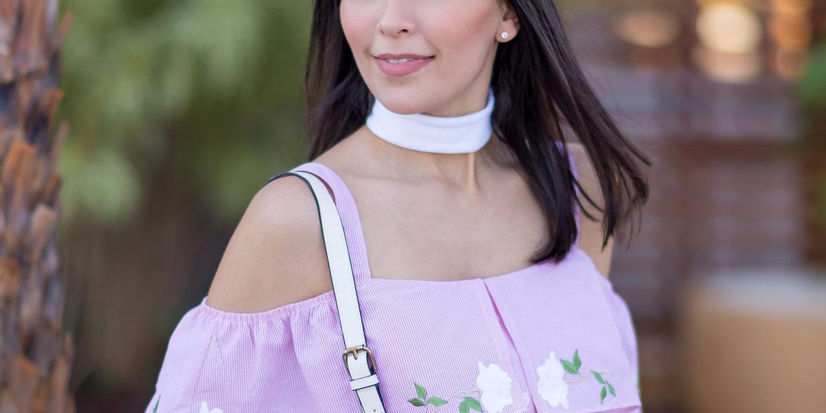 Look Mônica Araújo para S Trend com blusa ciganinha e saia com patches no Oh My Closet! Vem Verão 17!