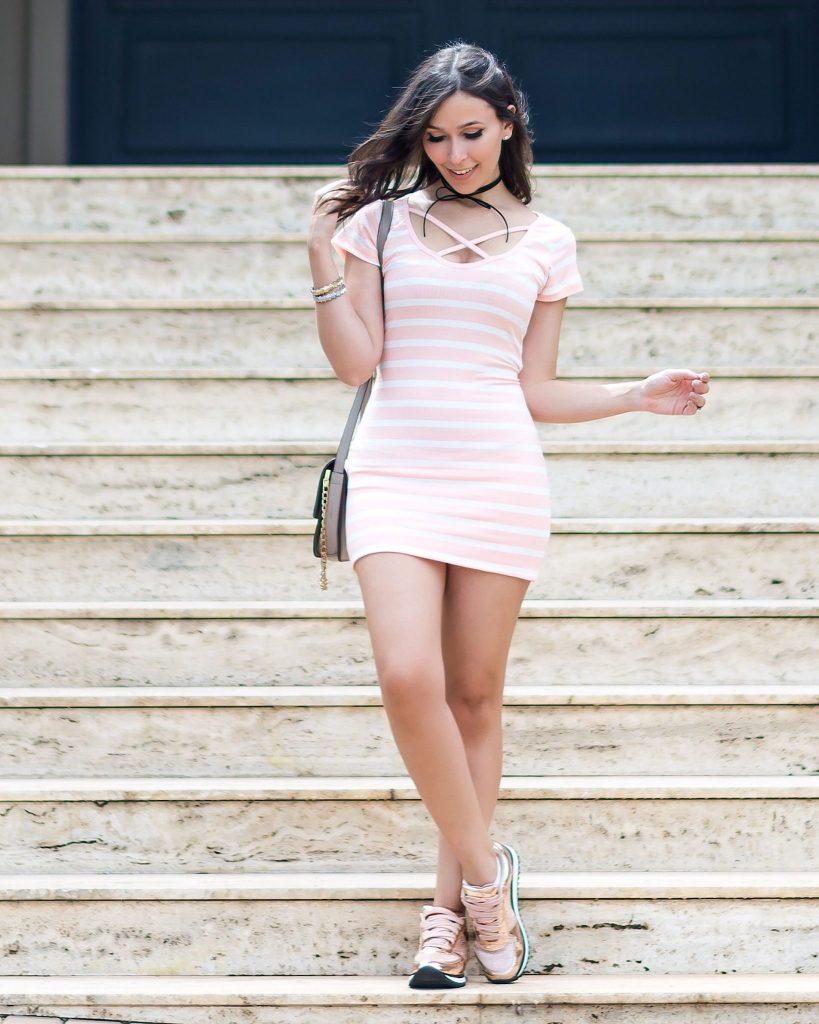 Vestido ribana rose quartz. Veja o look da blogger Mônica Araújo para Ypslon Atacado.