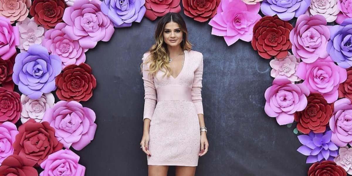 Vestido da Thassia Naves: saiba onde comprar no Oh My Closet e veja mais detalhes do vestido rosê de bandagem.