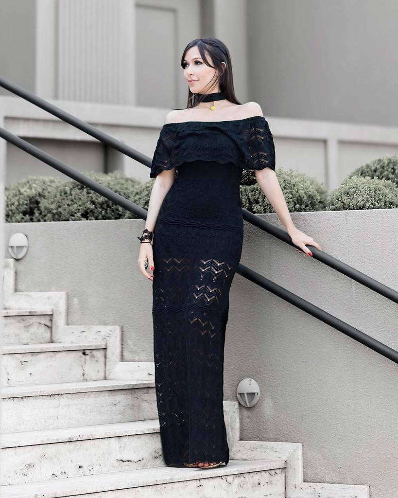 e4ec1abfd Promoção Amaro vestido tricot longo ombro a ombro no look da blogger Mônica  Araújo do Oh