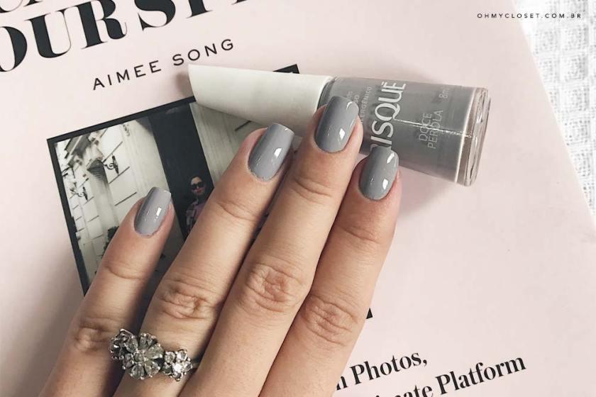 Doce Pérola esmalte da semana da Risqué. Nude nas unhas, veja o esmalte da blogger Mônica Araújo no Oh My Closet!