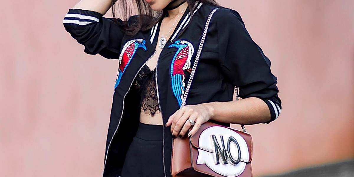 Detalhes look bomber jacket e bolsa Zara.
