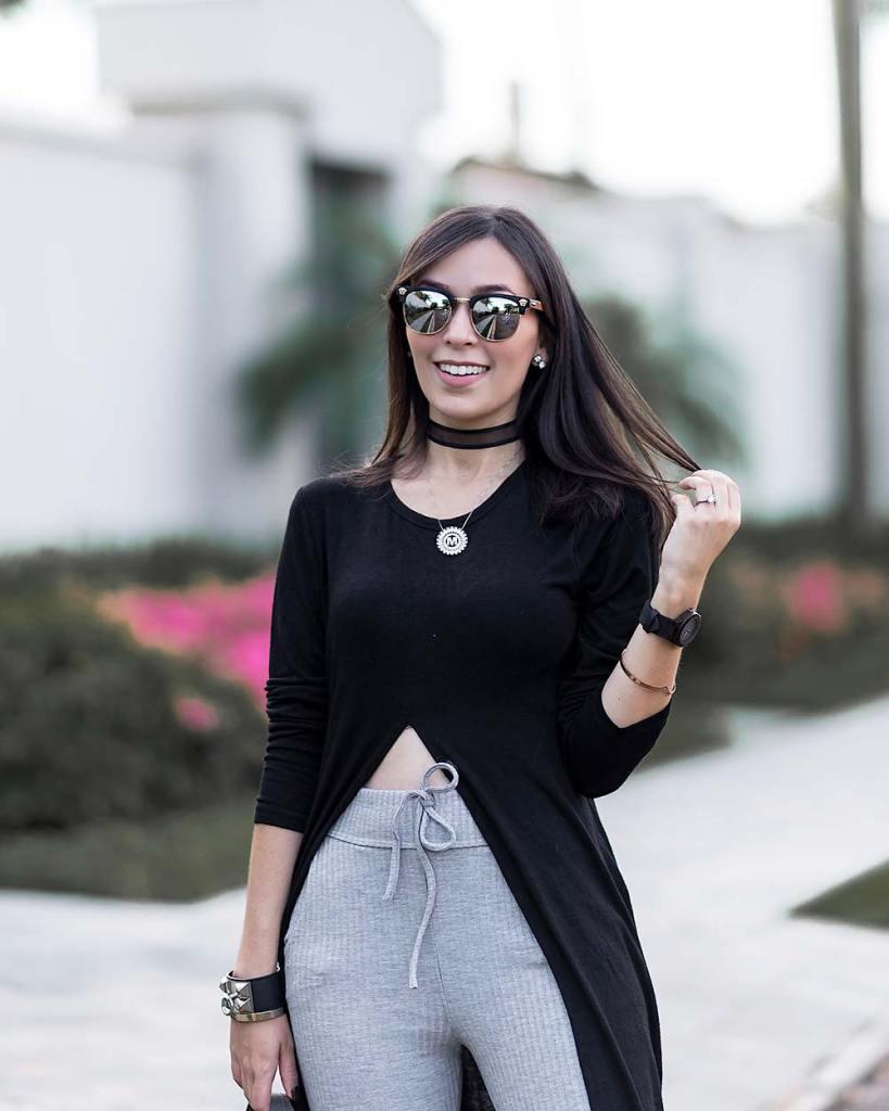 Look preto e cinza confortável para viajar.