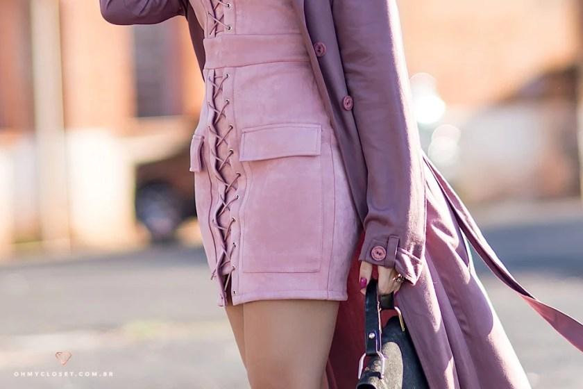 Detalhes do vestido de suede do Ali Express com amarrações.