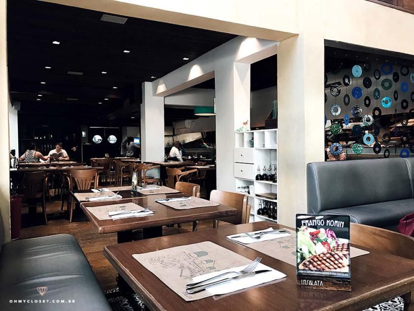 Interior do Insatala, restaurante nos Jardins.